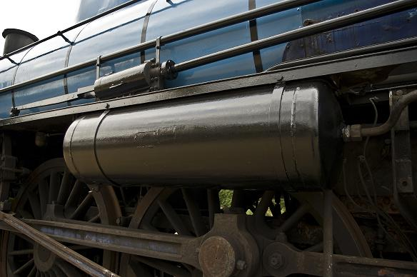 Most of the upper half of the loco has now been stripped of rust and repainted. - Cylinder