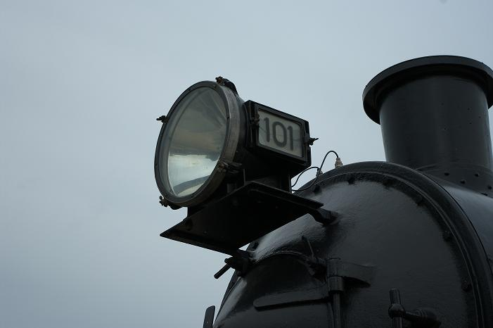 101's Headlamp was taken down to be used on another loco during some filming. We took the opportunity to replace the broken glass, clean it up and paint it. The lamp has been put back in its rightful place and will eventually be operational as part of the 'NORD Express Experience', once the whole display is finished.